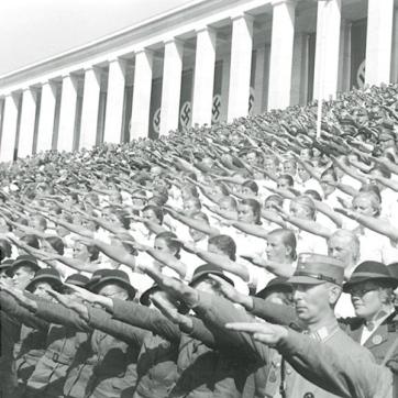 Nazis_Nazis saluting